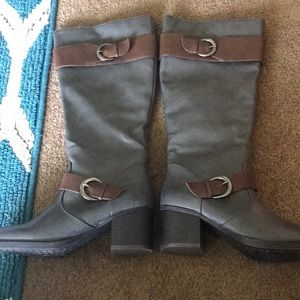 NaturalSoul. Gray/Brown heeled boots. Size 7.5